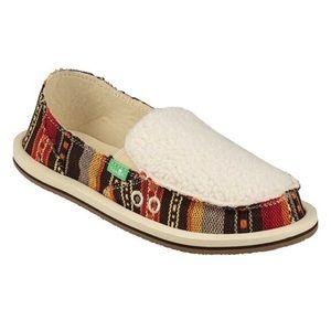 -NWT Sanuk Donna Sherpa blanket shoes